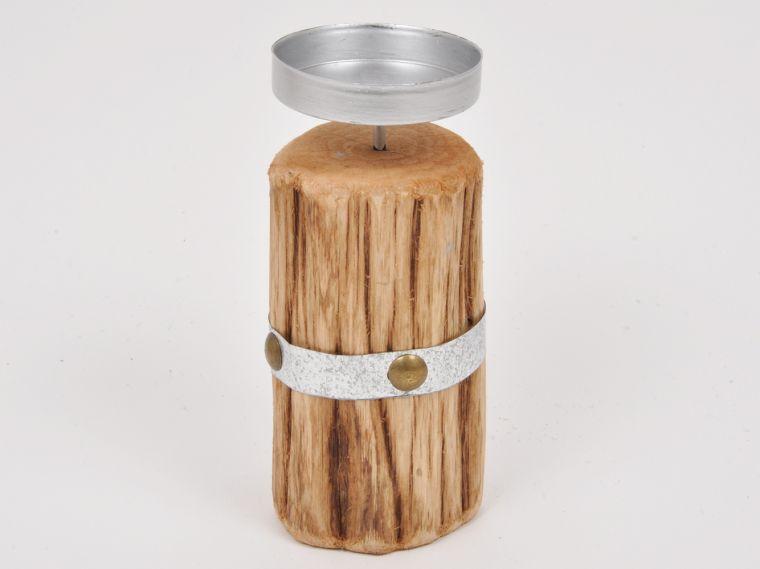 Svečnik iz lesa
